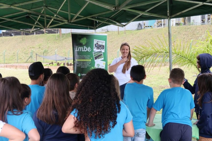 Projeto Imbé recebe alunos para conhecer viveiro e ações sustentáveis